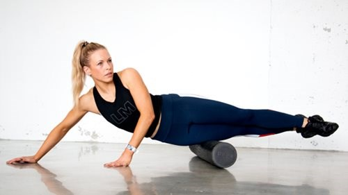 Foam roller for siden av lårene