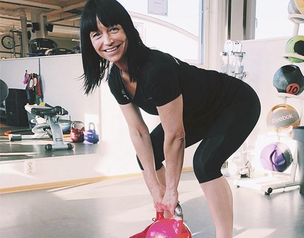 Personlig trener Nina viser markløft